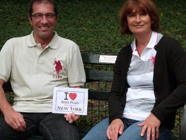 Cathy et Thierry sur un des fameux bancs adoptés de Central Park - Septembre 2012