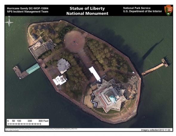 Liberty Island et Statue de la Liberté après le passage de l'ouragan Sandy. Photo prise le 03 Novembre 2012