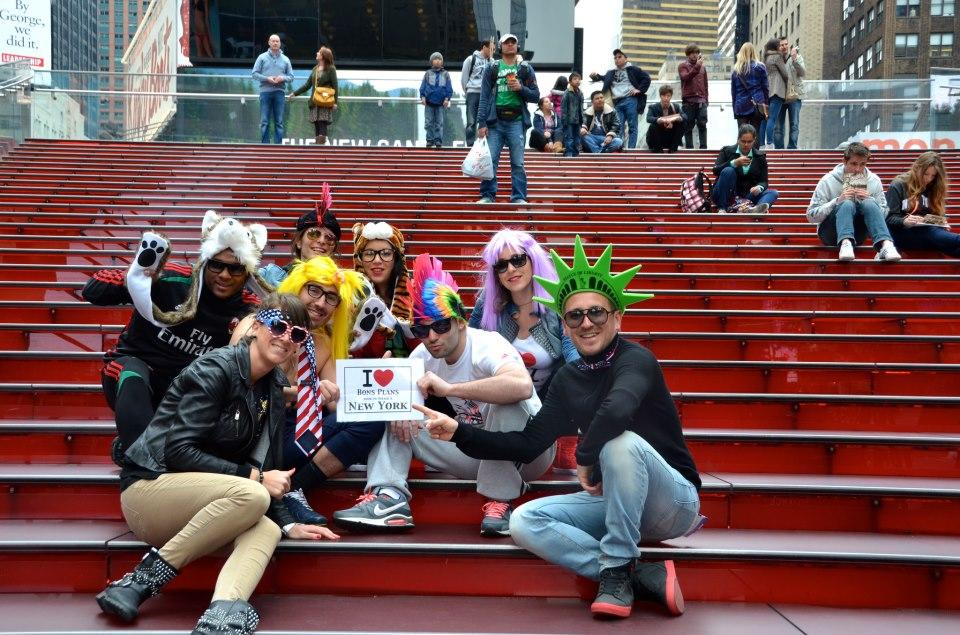 La Team Harlem juste après leur Harlem Shake sur les marches de TKTS à Times Square - Avril 2013