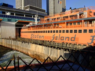 800px-SI_Ferry_Docking_Manhattan