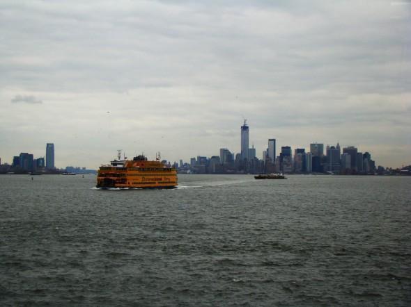 Les photos ont été prises le 1er Mars 2013. Dommage pour le temps. Le Soleil n'était au RDV. Le Ferry de Staten Island était le seul moyen de voir la Statue de la Liberté qui est actuellement fermée pour rénovation suite à à la tempête Sandy ! Stéphanie B.