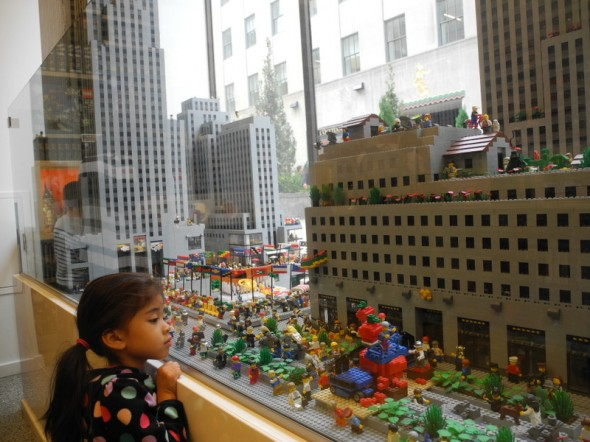 La Rockefeller Plaza en légo au Rockefeller Center - Sophie