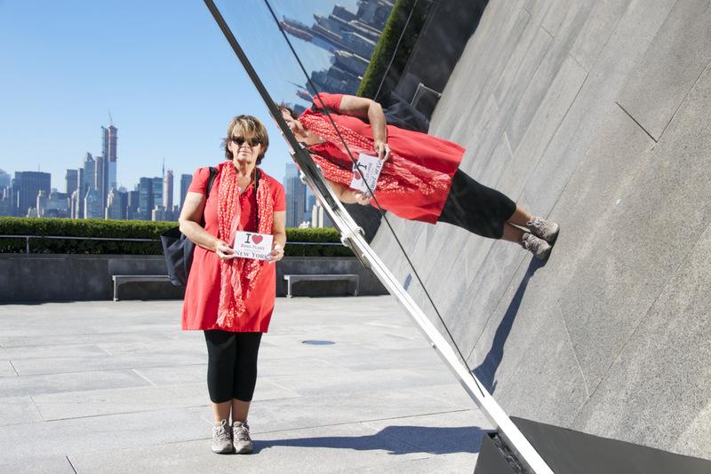 """Sophie sur le toit du MET. """"Nous avons vécu un moment inoubliable d'être pratiquement seuls pour profiter de cette structure magnifique."""" - Septembre 2012"""
