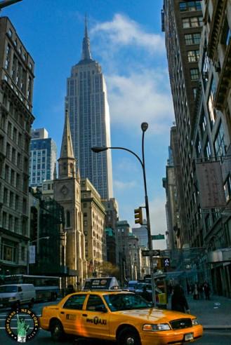 En sortant de l'hôtel Latham situé sur la 28ème rue et à 50m de la 5ème Avenue, on peut découvrir cette magnifique vue de l'ESB. Se lever tous les matins et voir ça n'est autre qu'un pur régal!!! :-) Alex les bons plans
