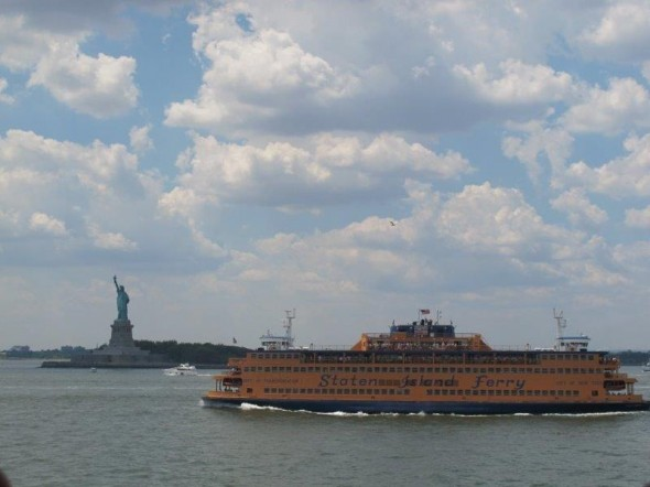 Vue sur la statue de la liberté et sur un Ferry Staten Island - Aout 2012 - Pascal