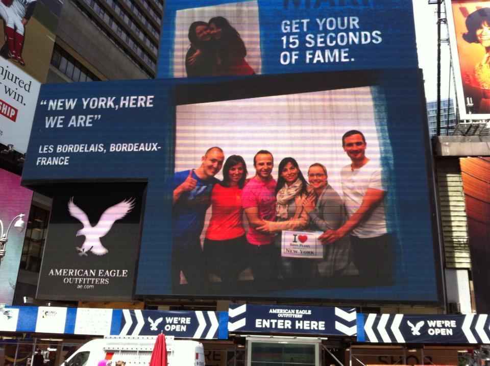 Photo prise avec les potos bordelais sur l'écran géant d'American Eagle à Times Square - 30 Avril 2013