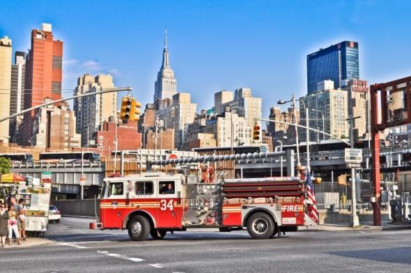 New York sans sa Skyline, sans l'Empire State Building, sans le drapeau des Etats Unis, sans son vendeur de Hot Dog, ou encore sans ses pompiers, ce n'est pas New York... - Julien