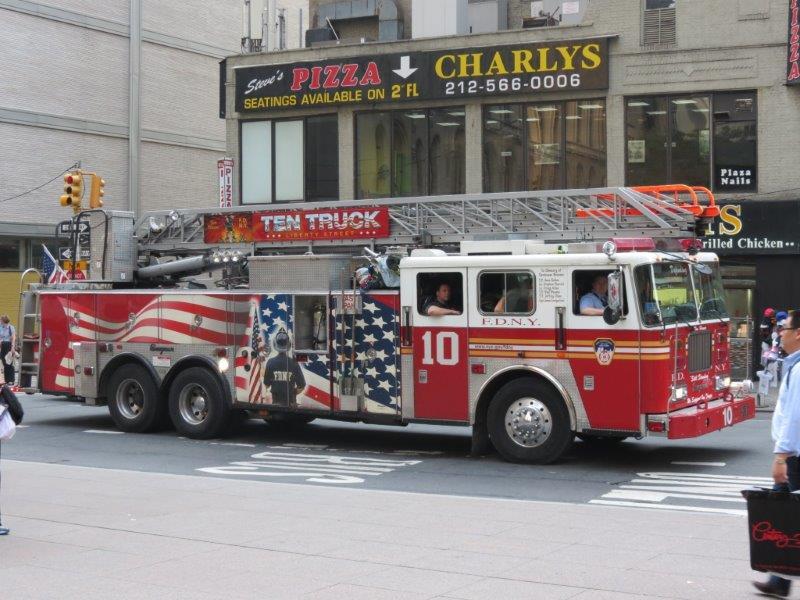 Un camion de pompiers pris au hasard d'une rue en Août 2012 - Pascal