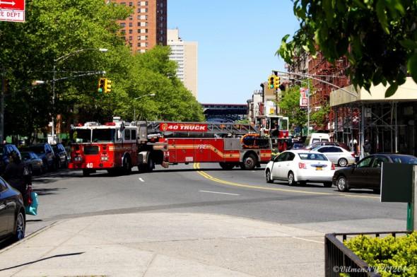Voici mon cliché prit lors d'un retour de camion de pompiers à la caserne d'Harlem prit en Avril 2012. J'ai une affection toute particulière pour les unités de secours américaines dont celles de NYC - Pocahantas