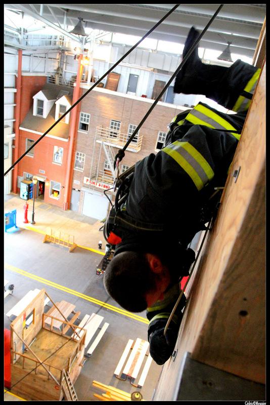 voici des photos des Pompiers faite en 2010 , il y a même des Rares photos que j'ai la chance d'avoir eu l'autorisation de faire !!! lors de ma viste à la FIRE ACADEMY DE NEW YORK .... plus d'un bar -resto de pompier ! Cédric Meunier Regarder ici : https://skydrive.live.com/?cid=ab78966889a4d6a6&id=AB78966889A4D6A6!242&Bsrc=SkyMail&Bpub=SDX.SkyDrive&sc=Photos&authkey=!ACzsEJzmBeN5p68
