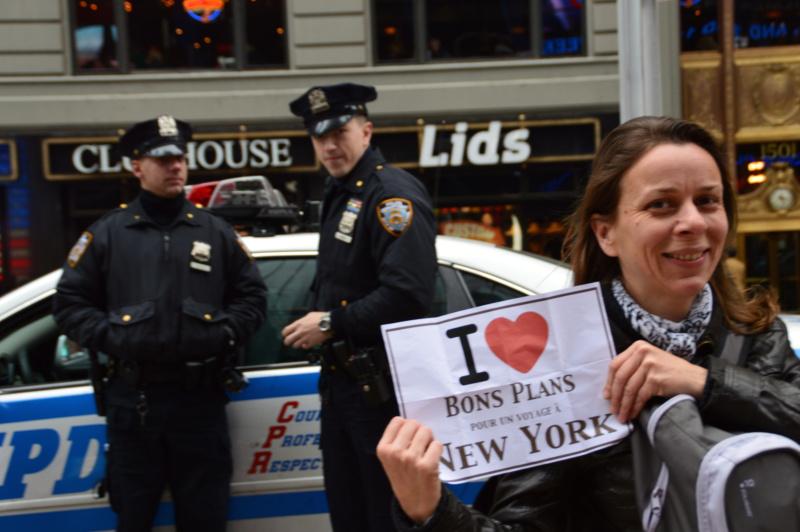 Virginie devant la NYPD (même pas peur&nbsp!) - Avril 2013