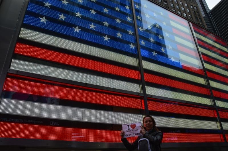 Virginie devant l'écran géant de Times Square - Avril 2013