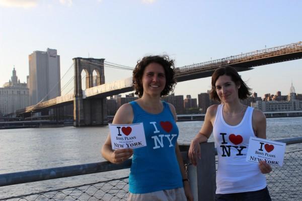 Lucie et Lucile devant le pont de Brooklyn - Juillet 2013