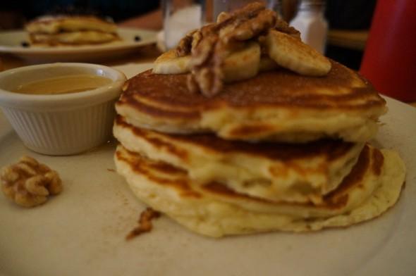Pancakes au noix et à la banane! Clinton Street Baking Company & Restaurant