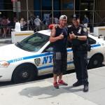 le copain de Vivi et un Policeman NYPD