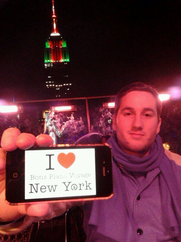 Kevin a fait une petite dédicace pour les Bons plans hier soir au 230th pendant le lights show de l'Empire State Building! Une vue imprenable pour assister au spectacle - 21 Décembre 2013