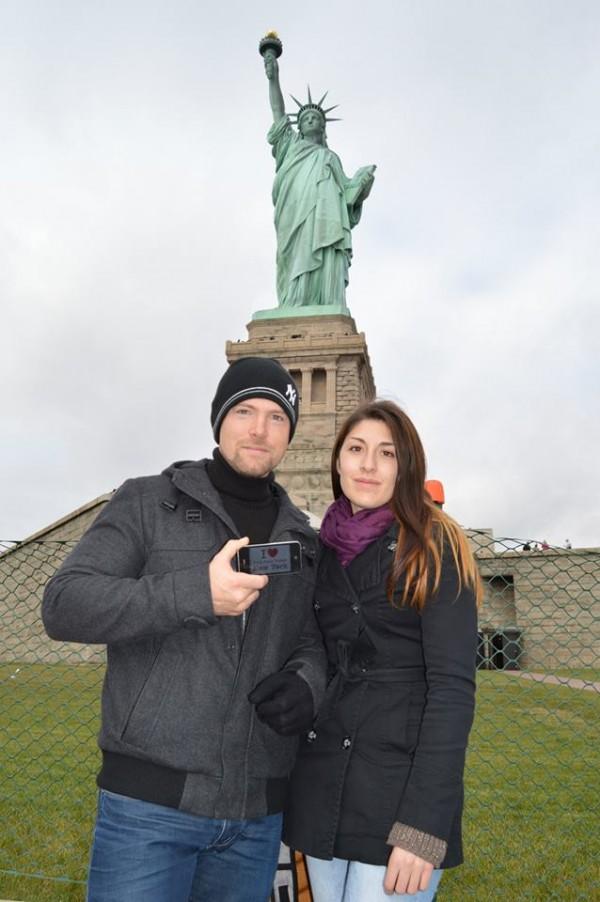 Lionel et sa chérie aux pieds de la Statue de la Liberté - Octobre 2013