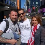 Julien et sa chérie avec Emmanuel Moire sur Times Square - Septembre 2013