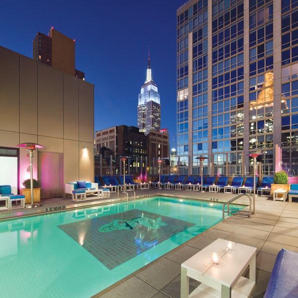 allez vous rafraichir dans une piscine d 39 un h tel de new york