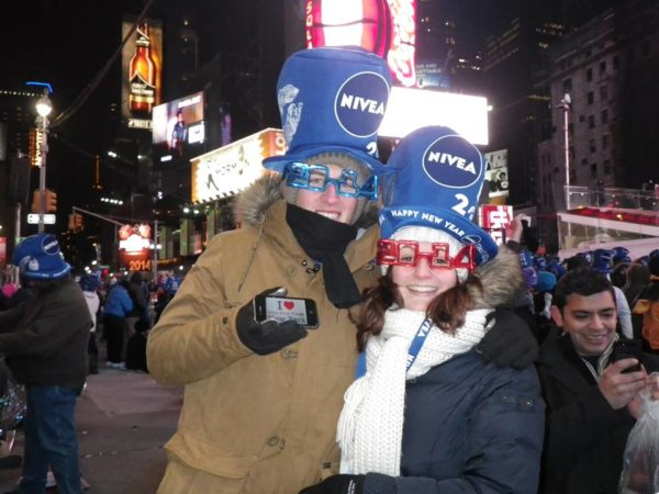 Justine et Charles le soir du jour de l'an 2014 à Times Square pour une jolie dédicace