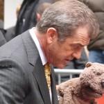 Mel Gibson et Cherry Jones vues à la sortie du Today Show à Rockfeller Center en plein tournage du film Le Complexe du Castor - Octobre 2009 - Véro