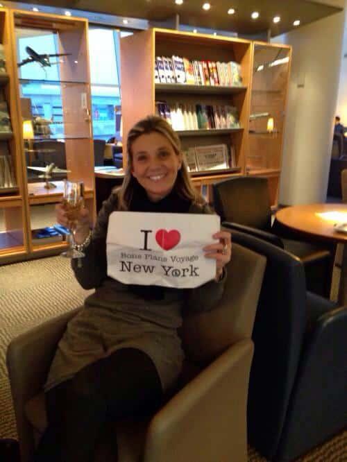 Peggy pour une dernière dédicace dans les salons de l'aéroport JFK - Décembre 2013