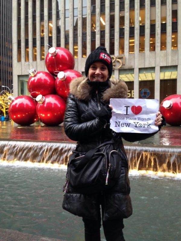 Peggy pour une jolie dédicace près des boules de Noël à New York - Décembre 2013