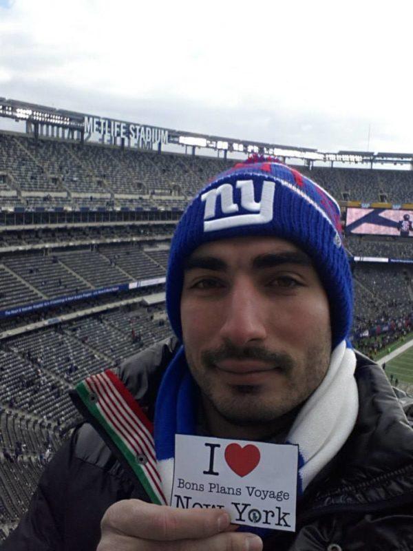 Une dédicace de Tanguy au Metlife Stadium pour un match des Giants de New York - 16 Décembre 2013 – à New York City.