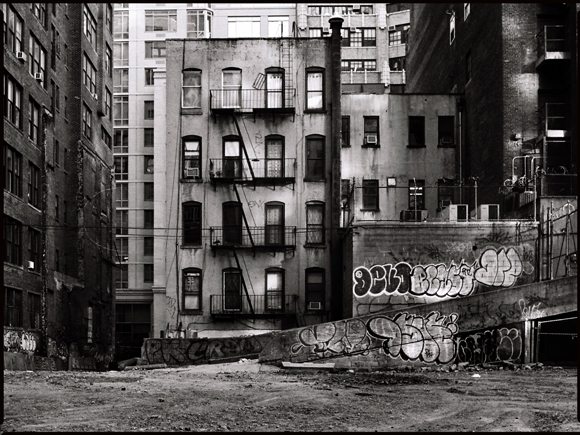 terrain-vague-New-York-street-voigtlander-Bessa