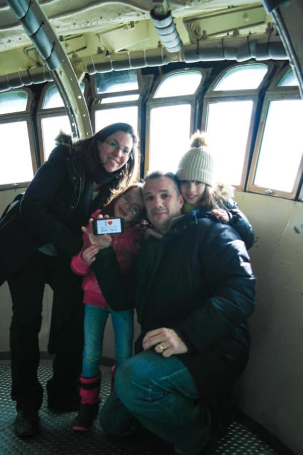 Chloé, Léa, Sandrine et David pouru ne dédicace dans la couronne de la Statue de la Liberté - Février 2014