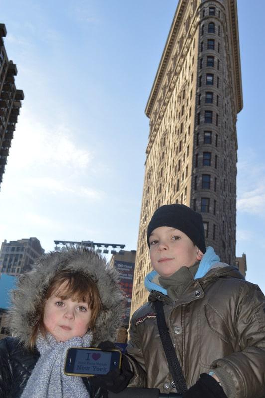 Lila et Gabriel pour une dédicace devant le Flatiron Building le 31 décembre 2013