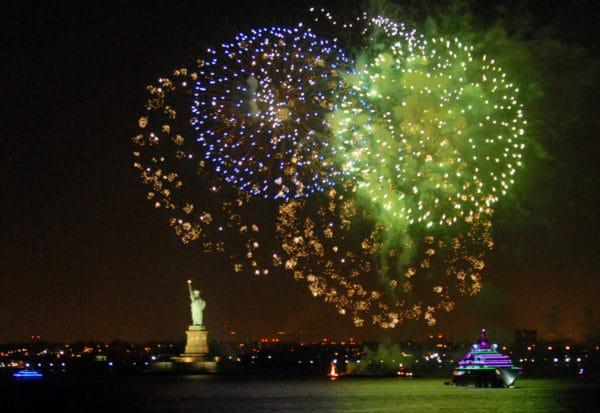 Fireworks StatueOfLiberty Avr2 014 Photo©SebastienFREMONT