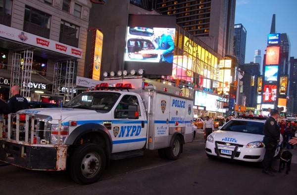 NYPD ProtectingTimesSquare Avr 2014 Photo©SebastienFREMONT