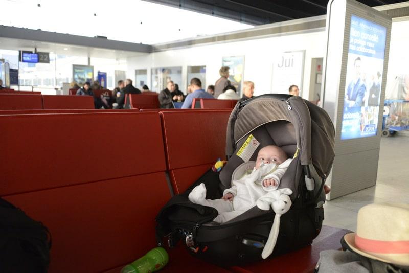 poussette bebe dans l'avion