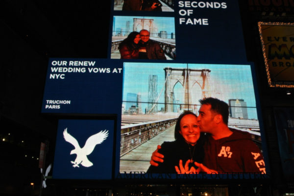 picture-american-eagle-times-square