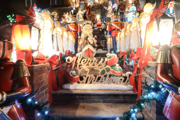 decorations-noel-dyker-heights-new-york-10