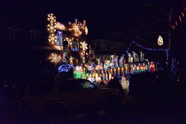 decorations-noel-dyker-heights-new-york-15