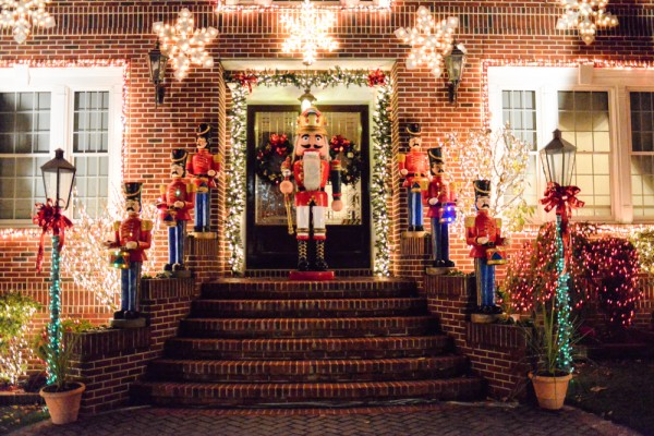 decorations-noel-dyker-heights-new-york-17