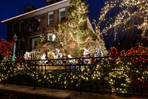 decorations-noel-dyker-heights-new-york-6