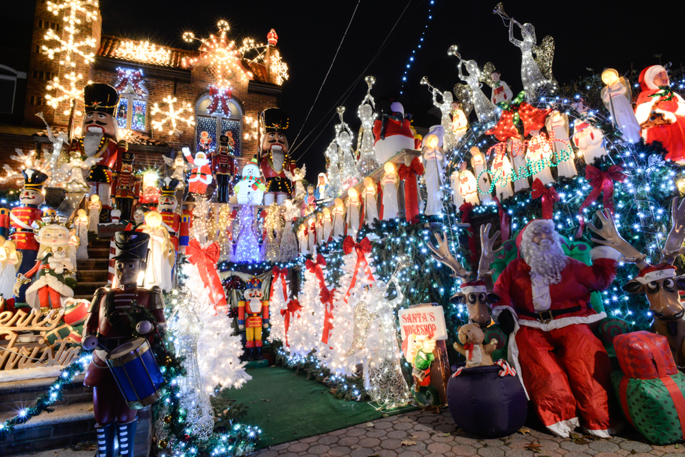 Allez découvrir les folles décorations de Noël dans le quartier de ...