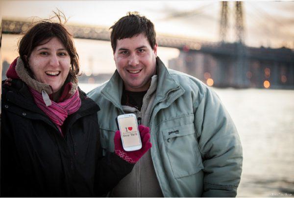 Dédicace de Séverine et Benoit au Brooklyn Bridge Park en Mars 2015 (la photo a été prise par Johan, le French'Yorker qui propose des shooting photo)