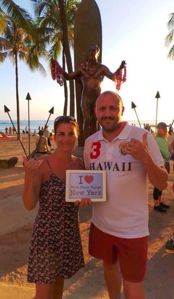 Il y a des French'Yorkers à NY qui ont froid et d'autres qui sont à Honolulu (Hawaï) et qui ont l'air plutôt bien en short !!!! :) Merci à Alexandra et Cyrille pour cette superbe dédicace à Waikiki Beach devant la statue de Duke Kahanamoku (le dieu du Surf)
