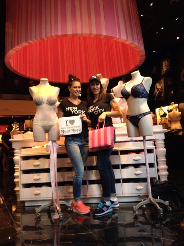 Jolie dédicace de Béa et Caro chez Victoria's Secret - Mai 2015