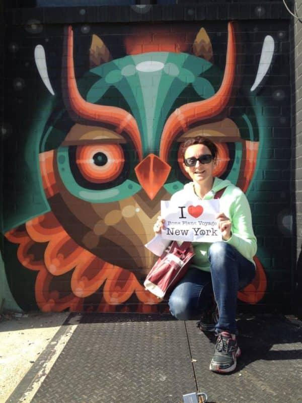 Dédicace de Christèle devant une oeuvre de Street Art de Bushwick à Brooklyn - Avril 2015