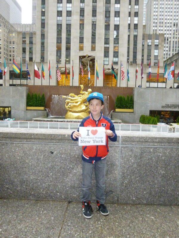 Dédicace d'Anton (et sa maman Emma) à la Rockefeller Plaza !!!! (Avril 2015)