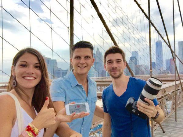 Dédicace de Morgane et Julien lors de leur shooting photo avec Johnny hier !