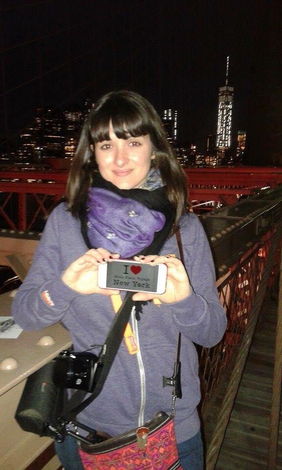 Dédicace de Mandy sur le Brooklyn Bridge mais avec la One WTC juste derrière - Juin 2015