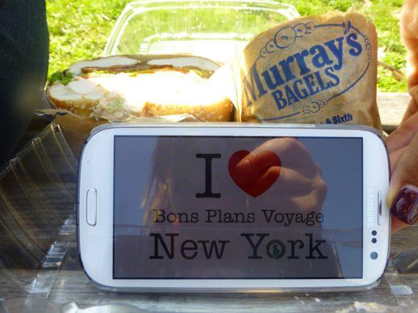 Un bon bagels de chez Murray's bagels dégusté à Washington Square Park ! Merci pour l'adresse !