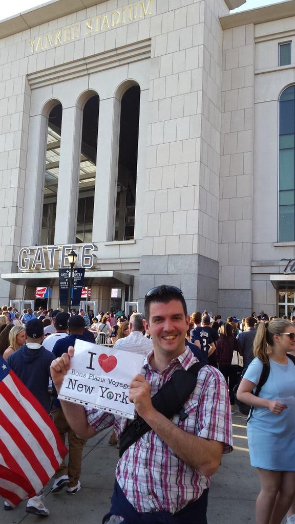 Dédicace de Raphael devant le Yankee Stadium - Mai 2015