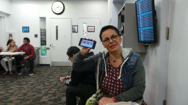 Dédicace de Samia dans le hall du Vanderbilt YMCA Manhattan 47th - Avril 2015